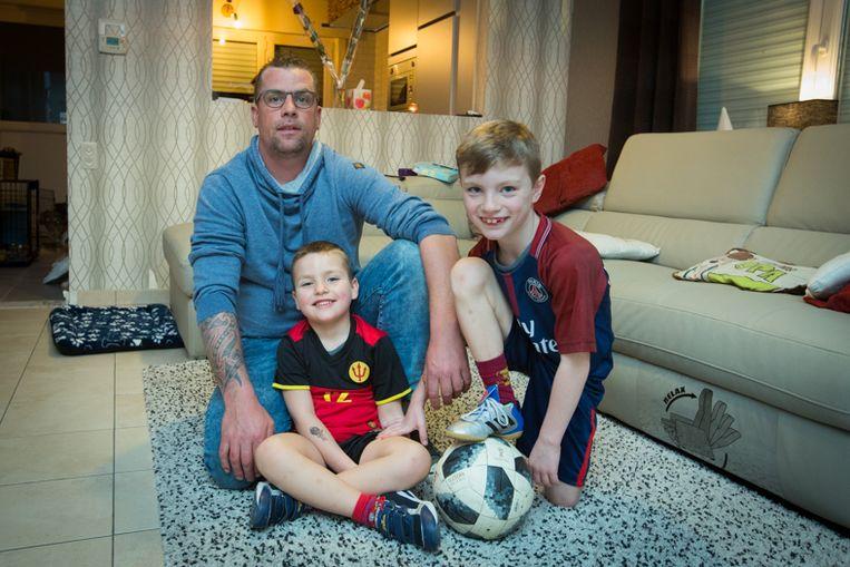 Dystan, Dyaro en papa Pascal Daniëls vinden het  inschrijvingsgeld bij Jong STVV te hoog