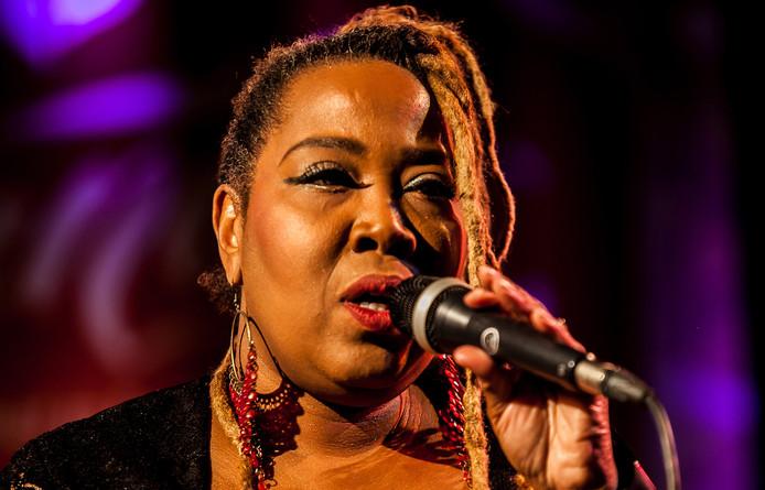 Sugar Queen en haar Straight Blues Band treden op tijdens het twintigste Bluesfestival Delft.