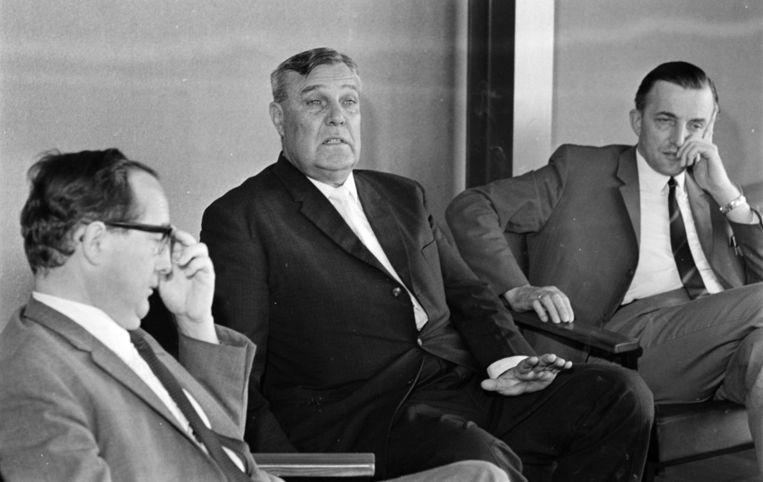 1968: De broer (m) van toenmalig premier John Vorster ontmoet in Lunteren vertegenwoordigers van de Gereformeerde Kerken en de Gereformeerd Oeucumenische Synode. Beeld anp