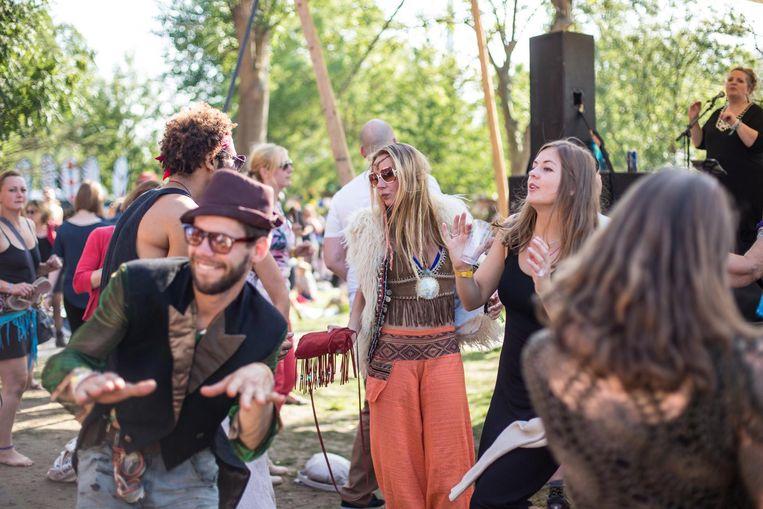 Bezoekers van het festival Landjuweel in Ruigoord Beeld Eva Plevier
