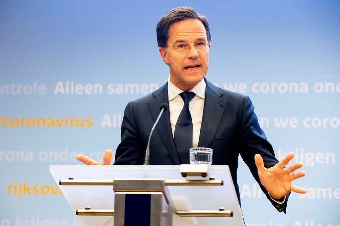 Premier Mark Rutte en Minister tijdens een persconferentie over de coronacrisis