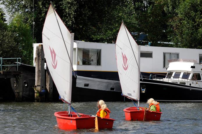 Twee Optimistjes op het water. Binnenkort in de Piushaven?