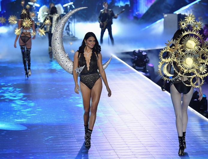 Adriana Lima tijdens haar laatste show voor Victoria's Secret.
