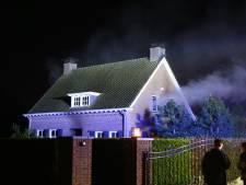 Bewoners raken huis kwijt na verwoestende brand in Liempde, politie vermoedt brandstichting