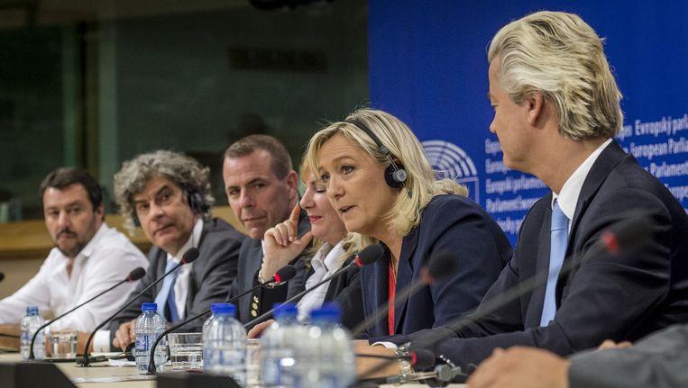Marine Le Pen van Front National (2de rechts) en PVV-Europarlementariër Marcel de Graaff (2de links). Beeld anp