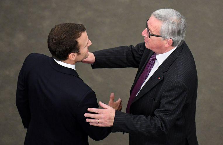 Emmanuel Macron en Jean-Claude Juncker na afloop van de speech.