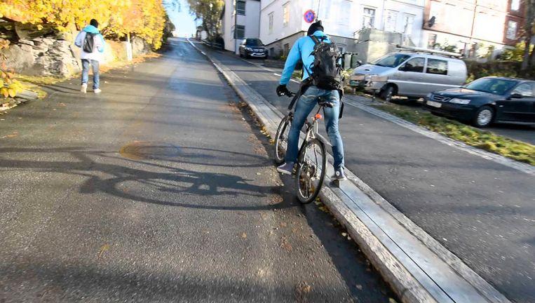 In Noorwegen is een steile helling opgelost met een fietslift Beeld -