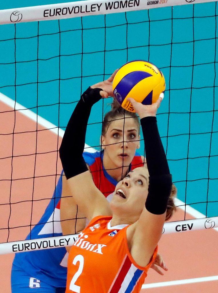 Femke Stoltenborg in actie tegen Tijana Malesevic in de finale tegen Servië. Beeld null