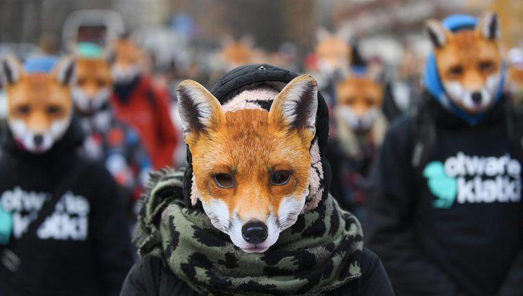 Een demonstratie in Warschau tegen het fokken van dieren voor bont, vorige maand. Beeld EPA