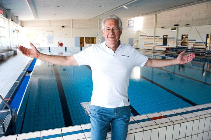 """Jac Eekhof van WoerdenSport is blij verrast dat de zwembaden in Woerden en Harmelen zo snel weer open mogen. ,,Maar we hebben iets langer tijd nodig voor de voorbereidingen, zoals het water op temperatuur krijgen."""""""