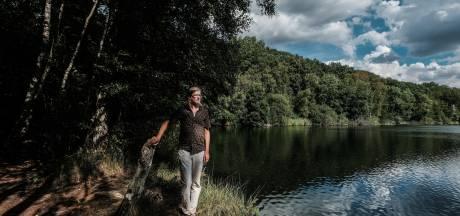 Erik voert actie tegen de kleiput in Winterswijk: 'De politiek heeft alleen maar ja geknikt'