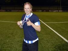 Belg Berrens geniet tussen Nederlandse voetbalsters