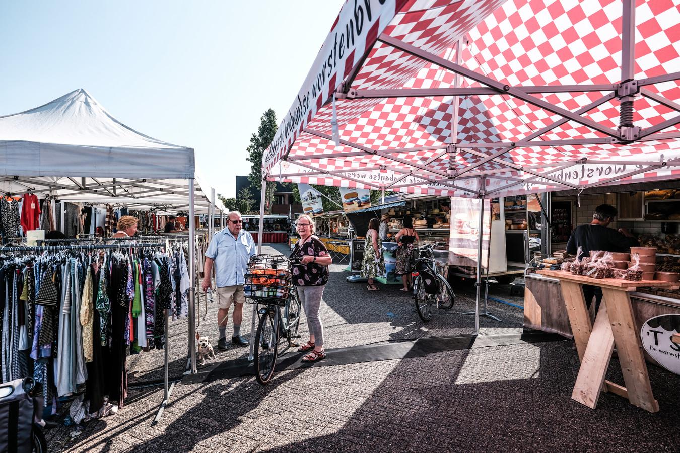 Tevredenheid over de nieuwe plek van de markt in Duiven, aan de Thuvinestraat. Foto: Jan Ruland van den Brink