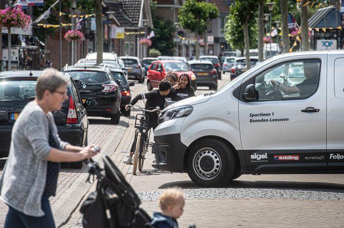 In de Zandstraat zorgen de verschillende verkeersstromen soms voor verwarrende situaties.