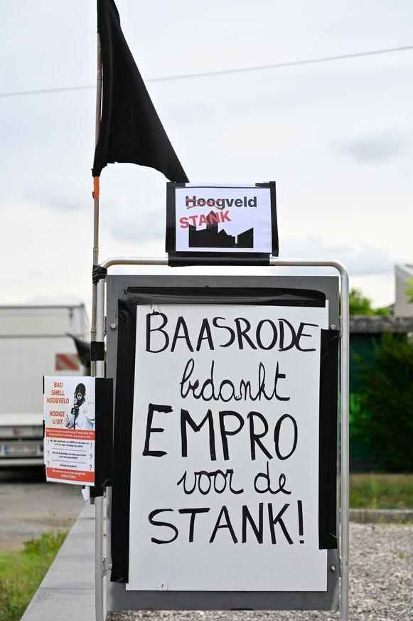 Recent startten omwonenden nog een visuele actie met zwarte vlaggen en slogans op. Dinsdag vindt een vergadering rond de overlast plaats.