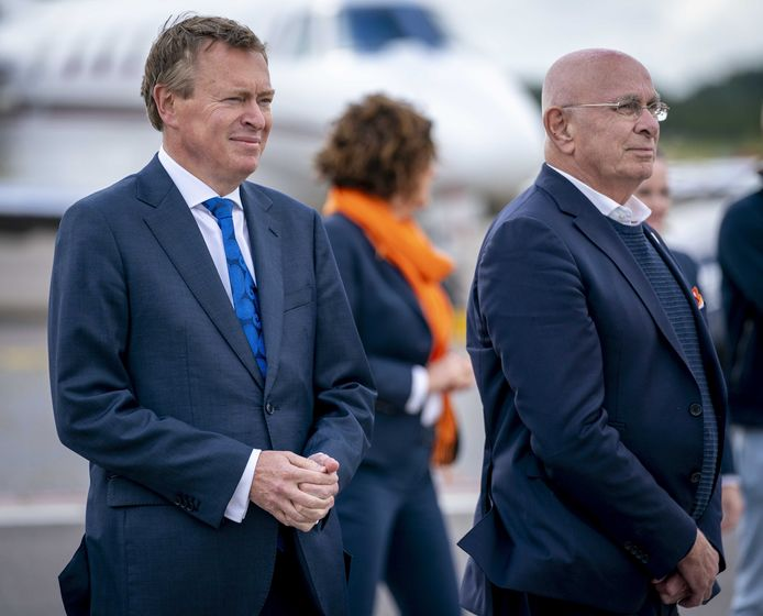 Minister Bruno Bruins en KNVB-voorzitter Michael van Praag.
