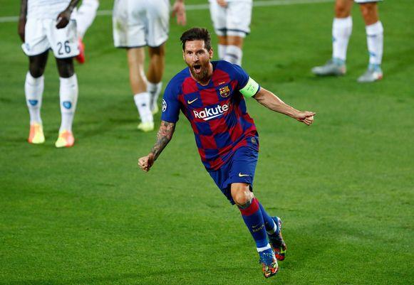 Leo Messi schudde een vijftal Napolitanen af om er 2-0 van te maken.