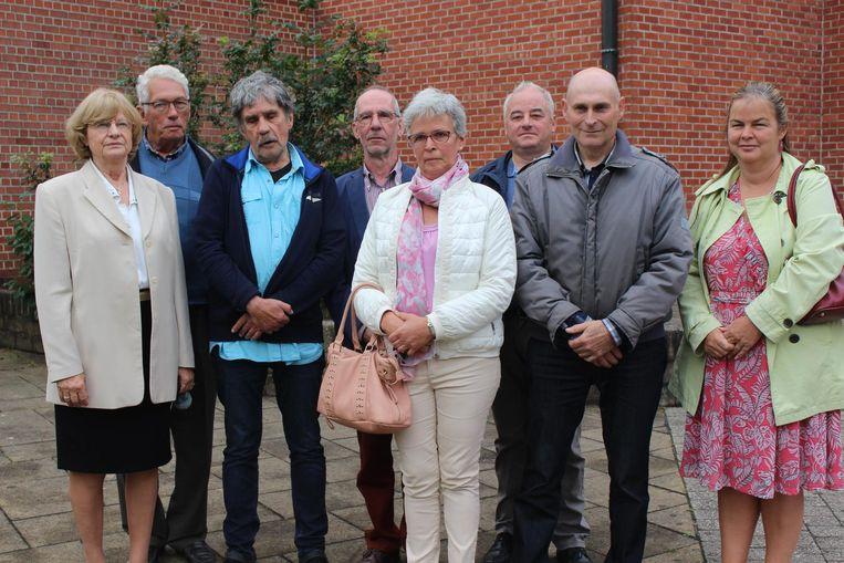 Deze buurtbewoners kwamen afgezakt naar de rechtbank.