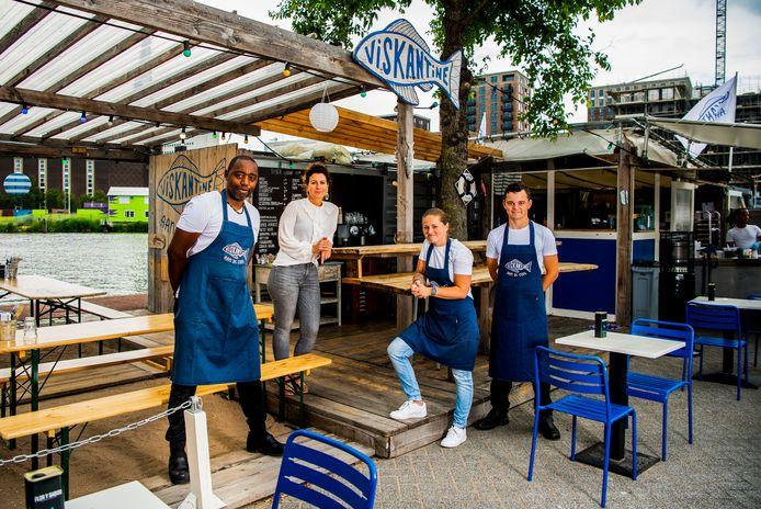 De Viskantine in Rotterdam met v.l.n.r. Jean-Luc Boudine (chef ), Vivian Jordan (manager ), Marissa Groenendijk (manager) en August de Bruijn (chefkok).