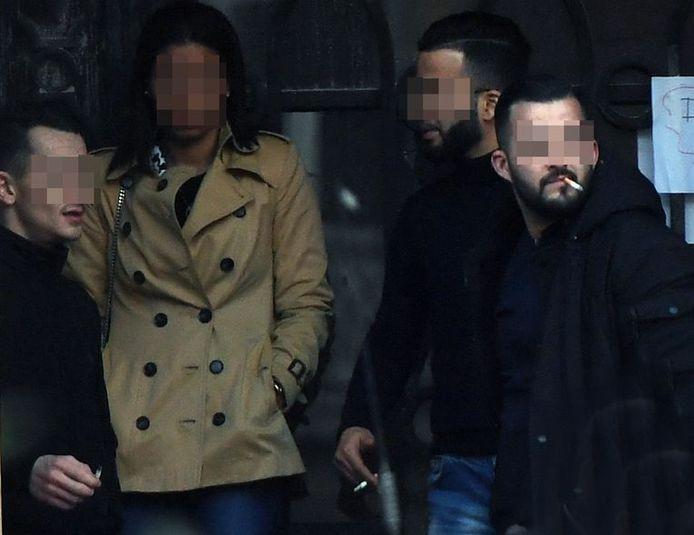 A.A. (26 ans, derrière à droite sur la photo)) avait donné aux enquêteurs des éléments inestimables qui avaient mené à l'arrestation de Steve Bakelmans, qui avait assassiné la jeune Julie Van Espen deux jours plus tôt, à Anvers.