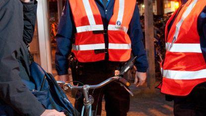 Politie controleert scholieren op fietsverlichting