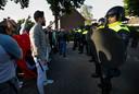 Demonstranten ME staan tegenover elkaar in Eindhoven.