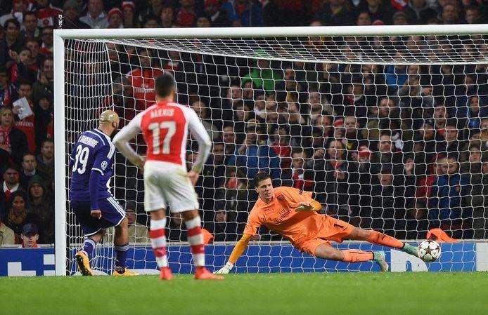 Vanden Borre scoort twee keer tegen Arsenal