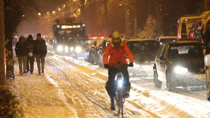 Arnhem ging op dinsdag 22 januari 2019 schuil onder een dikke laag sneeuw, met alle gevolgen vandien voor het verkeer.