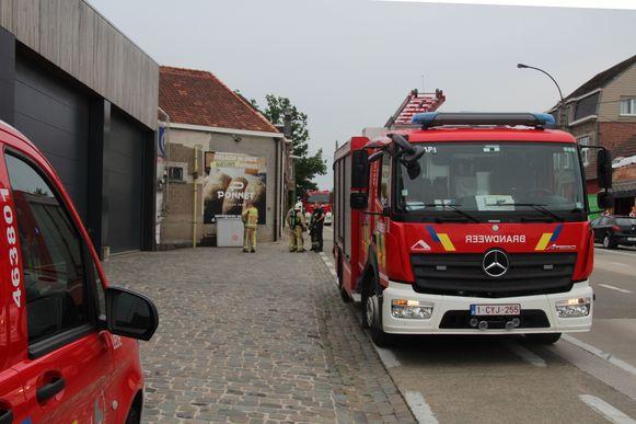 De brandweer inspecteerde de stikstoftank.