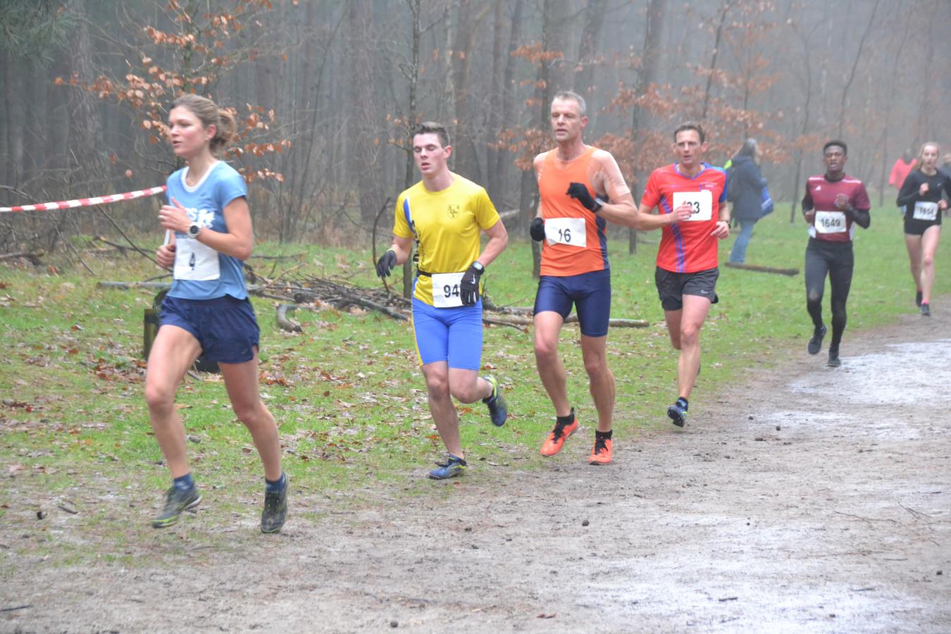 Latere winnares Laurey van den Berge voorop.
