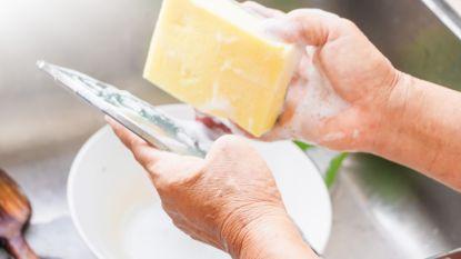 Straks kan je afwassen met restalcohol van AB Inbev