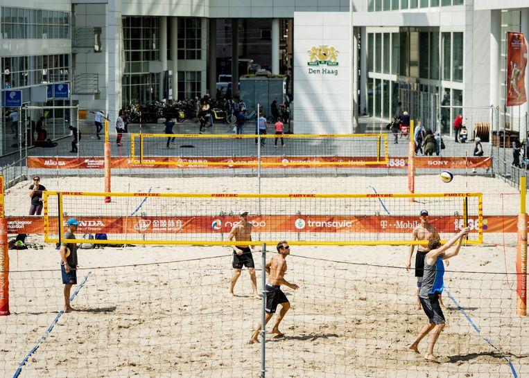 De titelverdedigers Alexander Brouwer en Robert Meeuwsen trainen voor het WK beachvolleybal. Beeld ANP
