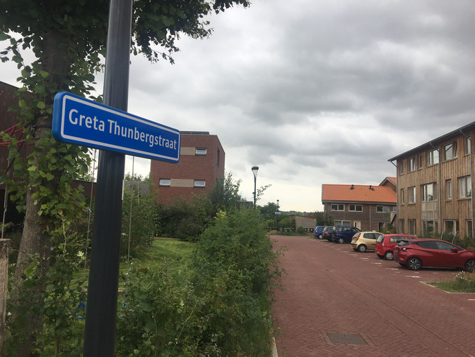 De verbindingsweg tussen de Vossenpelssestraat en de Karl Marxstraat is door omwonenden de Gretha Thunbergstraat gedoopt.