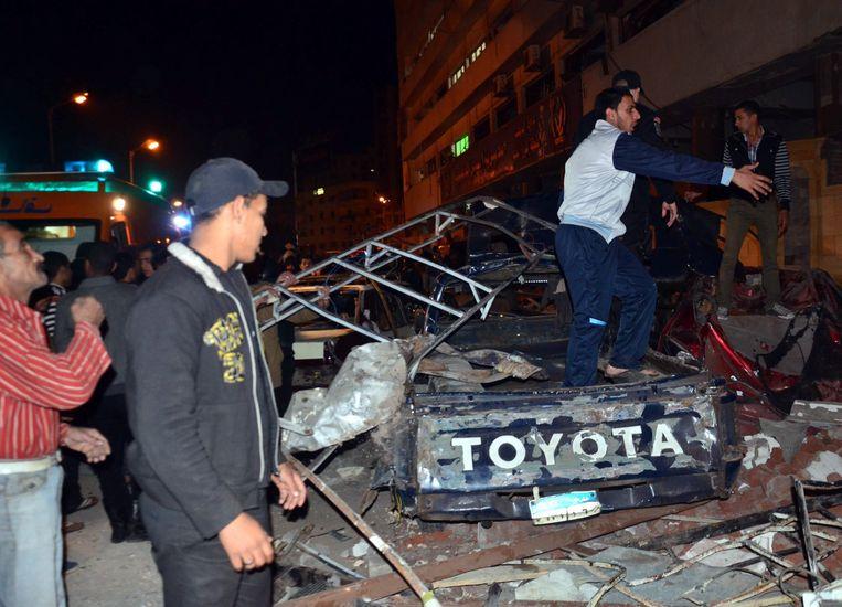 De gevolgen van een aanslag gepleegd door leden van Ansar Beit al-Maqdis bij een politiebureau in Egypte, december vorig jaar. Beeld EPA