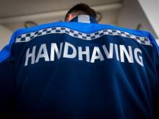 Gemeente bepaalt of handhavers Avri met handboeien op pad gaan