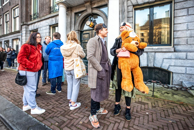 Het pyjamaprotest voor de ambtswoning van de Amsterdamse burgemeester.