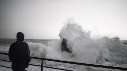 Zwaar stormweer teistert Italiaanse regio Ligurië: havens en luchthaven dicht, tienduizenden gezinnen zonder stroom
