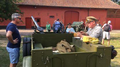 Soldaten spotten aan kasteel