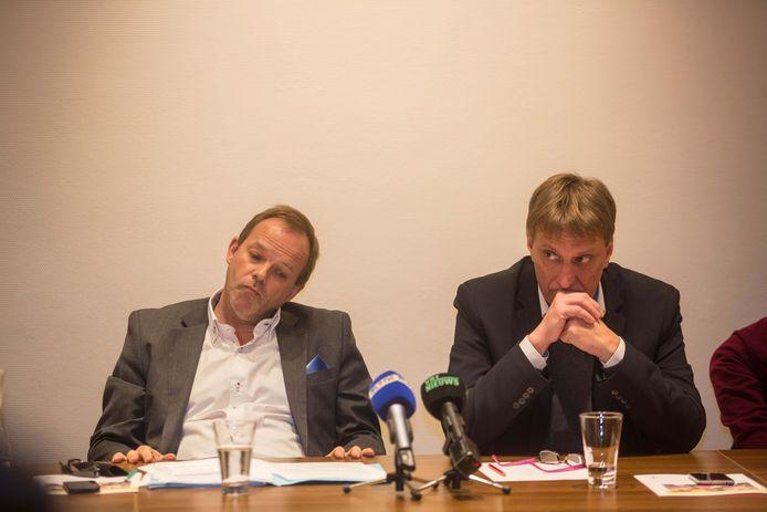 Burgemeester Yves Ghequiere (rechts) met Damien Thiéry, tegenstander van de motie.