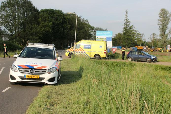 De wielrenner werd afgevoerd door een ambulance