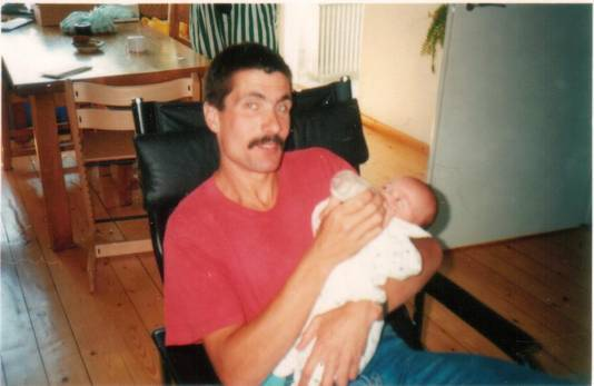 Alex Wiegmink met één van zijn zoons.