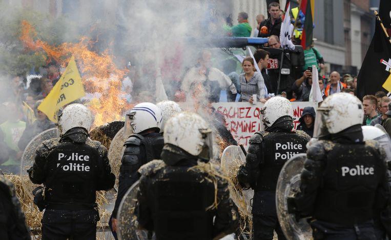Politie bij het boerenprotest in Brussel. Beeld epa
