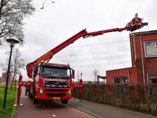 Brandweer voorkomt dat storm Ellen met dakplaat aan de haal gaat