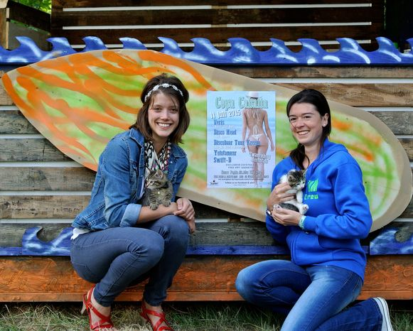 Seline Geyzen en Valérie Vermeulen organiseren de Spaanse fuif Copa Cabaña om de katjes in het asiel te helpen.