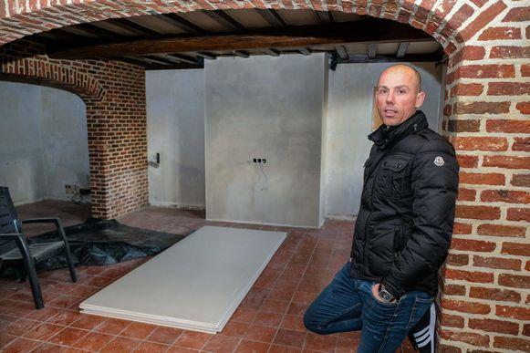 """Sven Nys in de hoeve die momenteel tot SN Logies wordt omgebouwd. """"Dit wordt een grote, gezamenlijke woonkamer."""""""