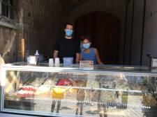 Il Postino: ijsje eten met zicht op de Graslei