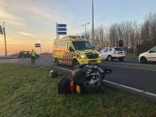 Motorrijder gewond na val bij oprit N11