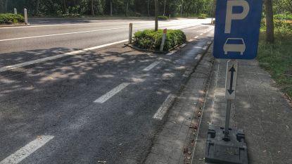 Vrachtwagens mogen niet langer parkeren aan de Valkaart