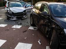 Vrouw naar ziekenhuis na flink ongeluk op kruising in Dieren