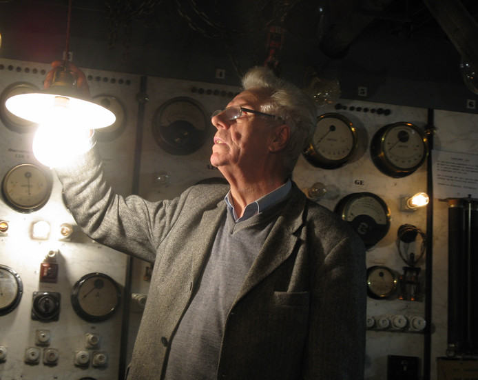 Marcel Ritmeester, in zijn electriciteitsmuseum in Hoenderloo.